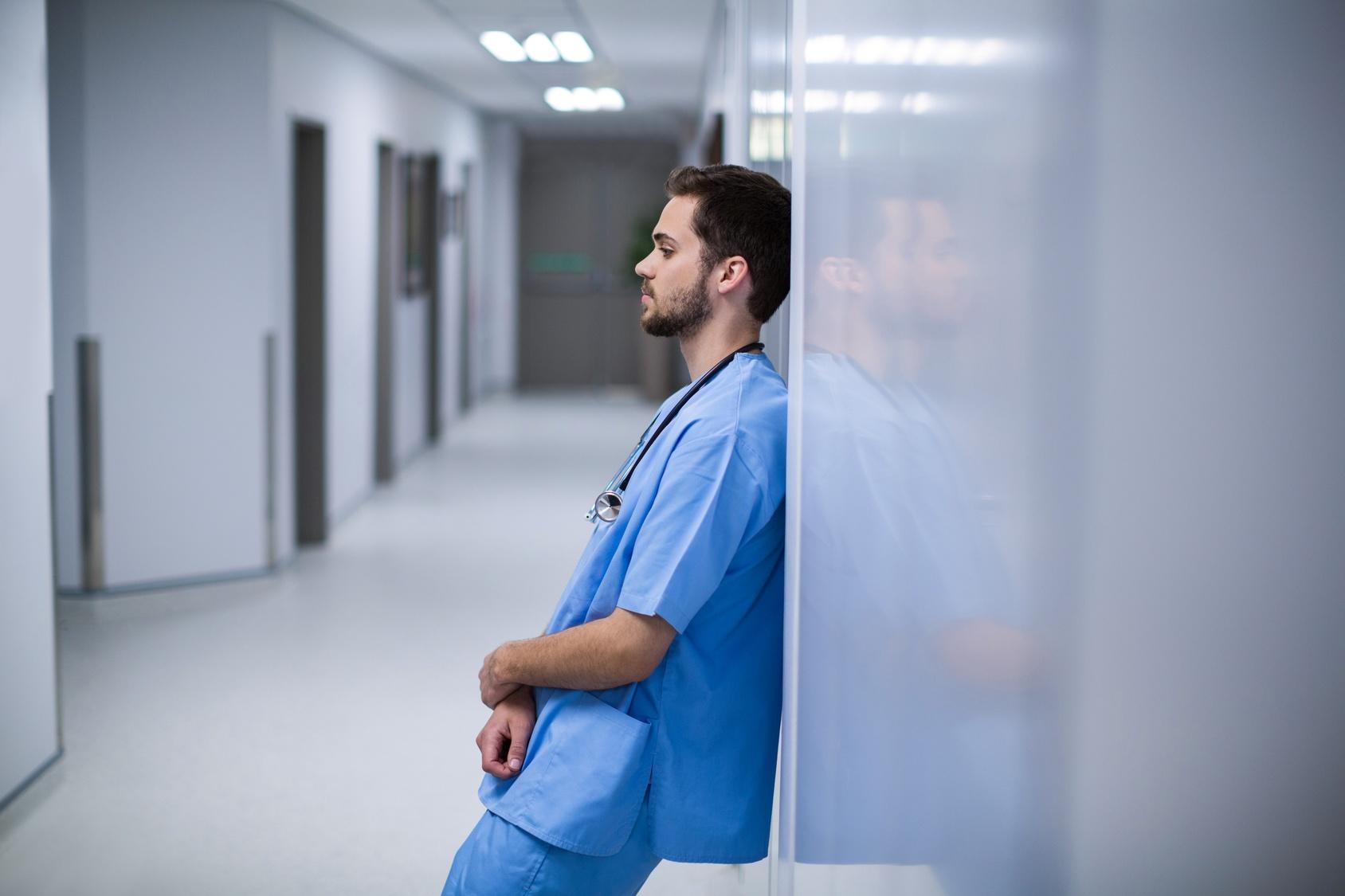 Gestresster Krankenpfleger