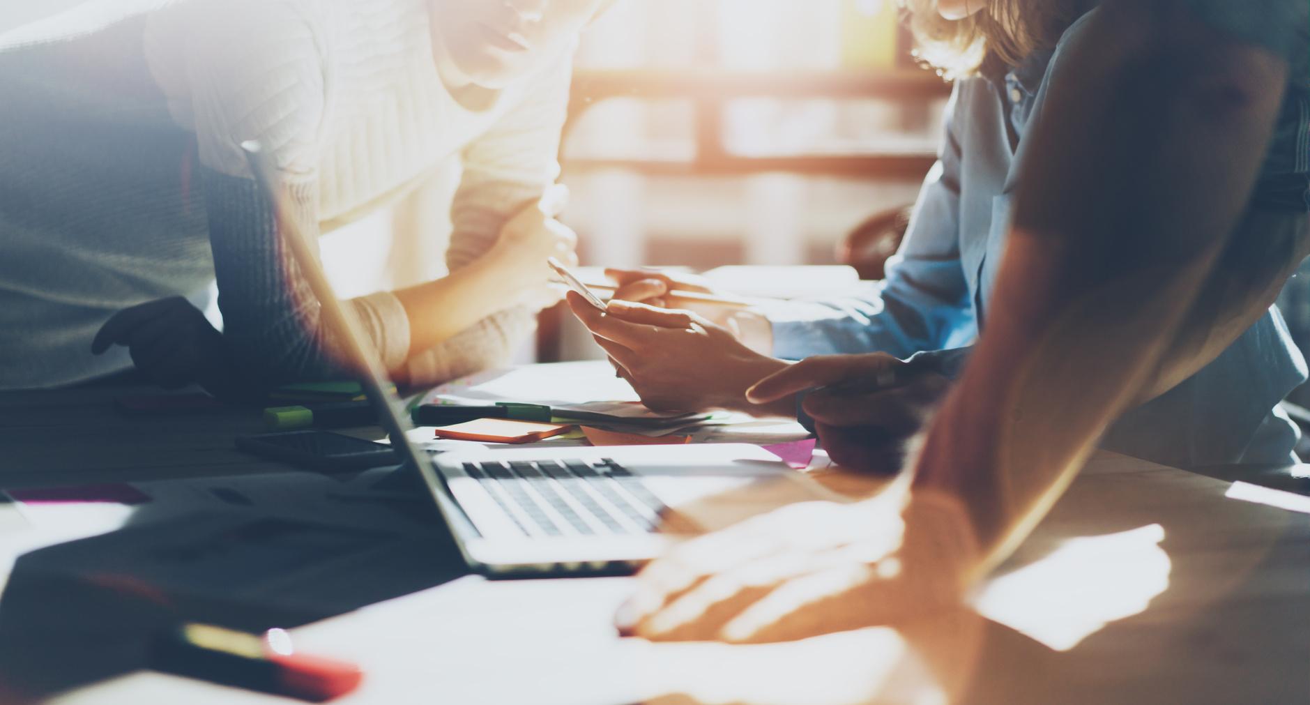 Bild zeigt effektives Personalmanagment durch den richtigen Einsatz von neuen Technologien am Arbeitsplatz