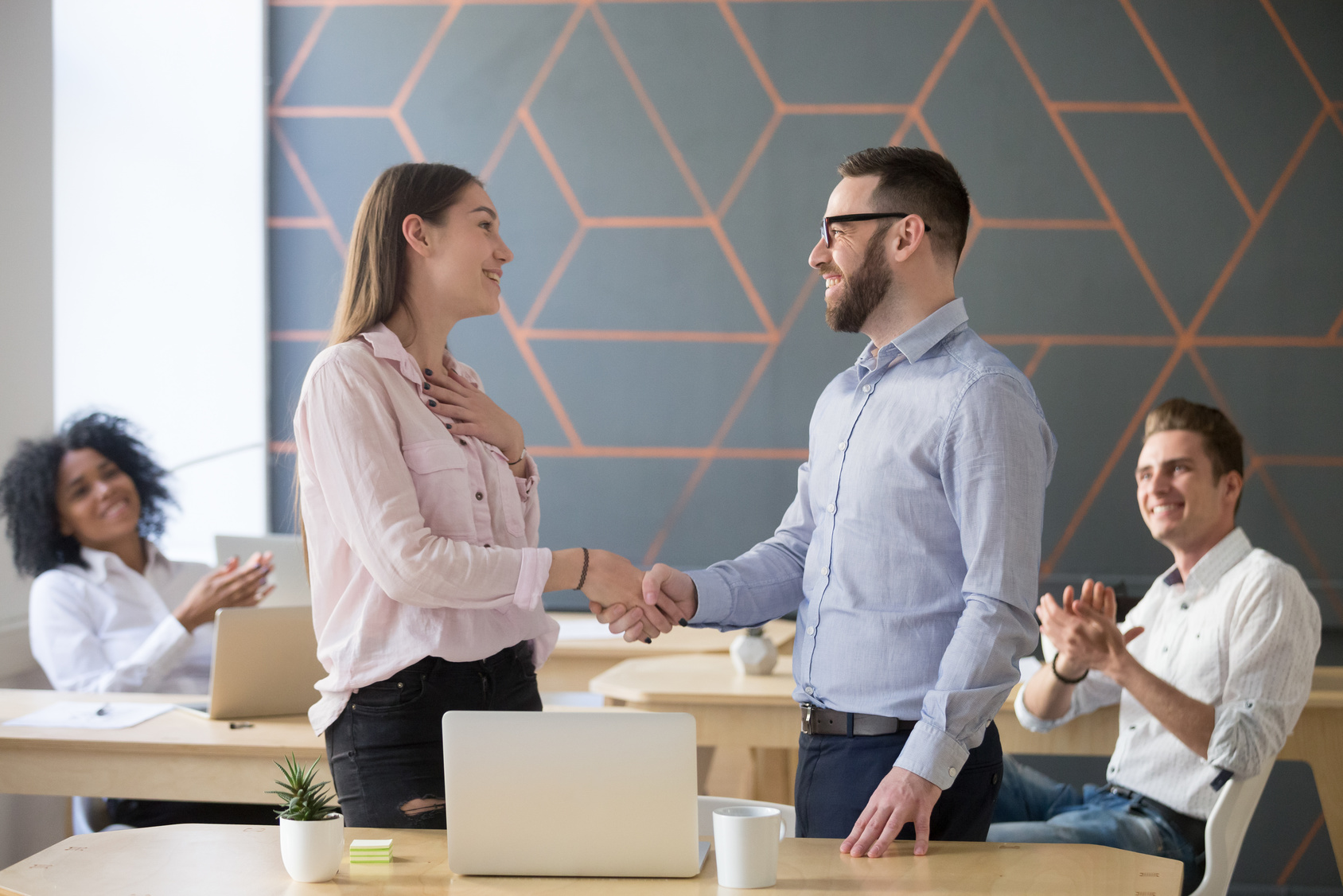 psychische Belastung am Arbeitsplatz durch Mitarbeitergespräche vorbeugen