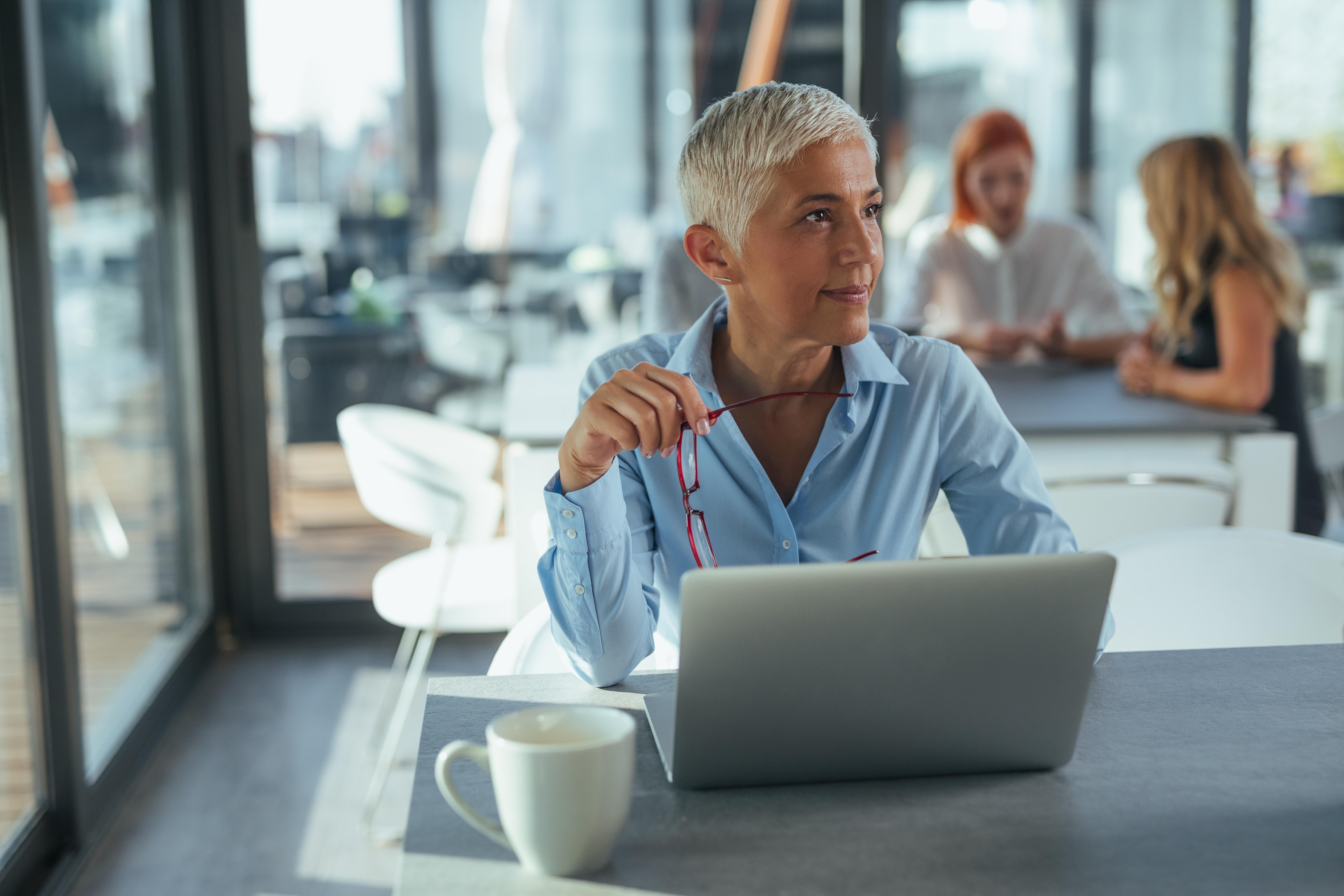 Ältere Mitarbeiter motivieren durch flexible Arbeitsbedingungen und eine angenehme Arbeitsatmosphäre
