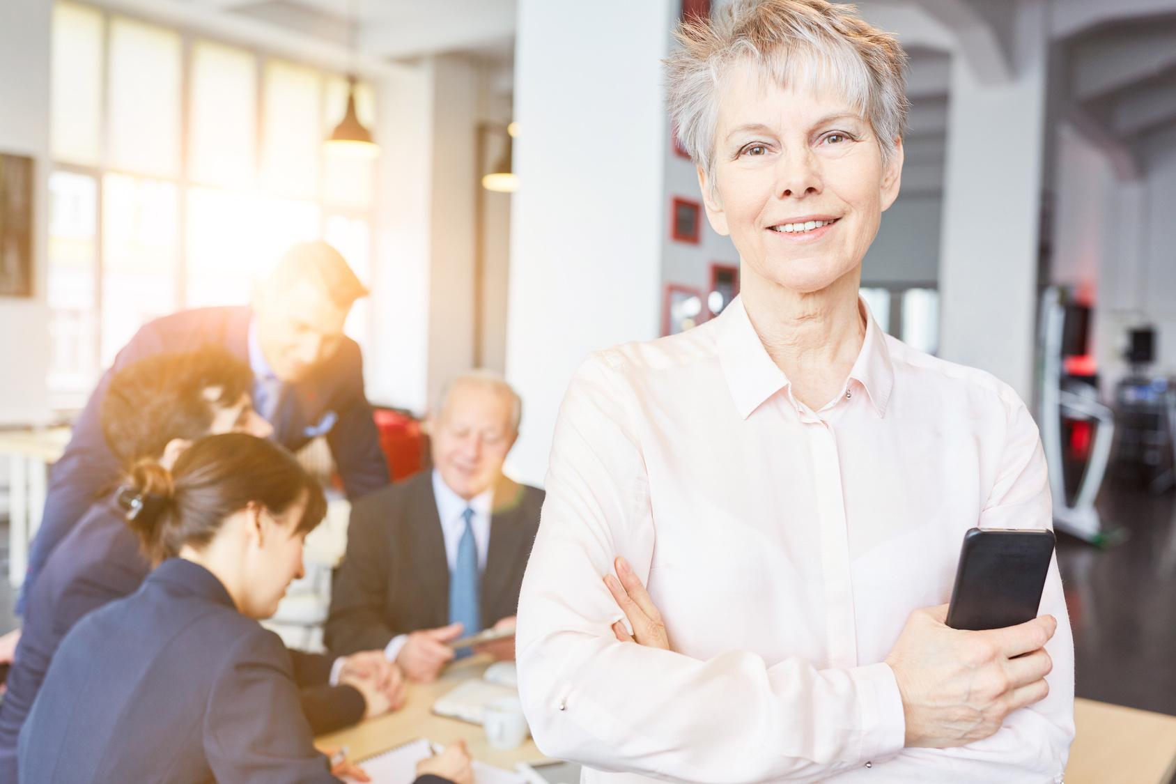 Ältere Mitarbeiter motivieren durch Weiterbildungsmöglichkeiten