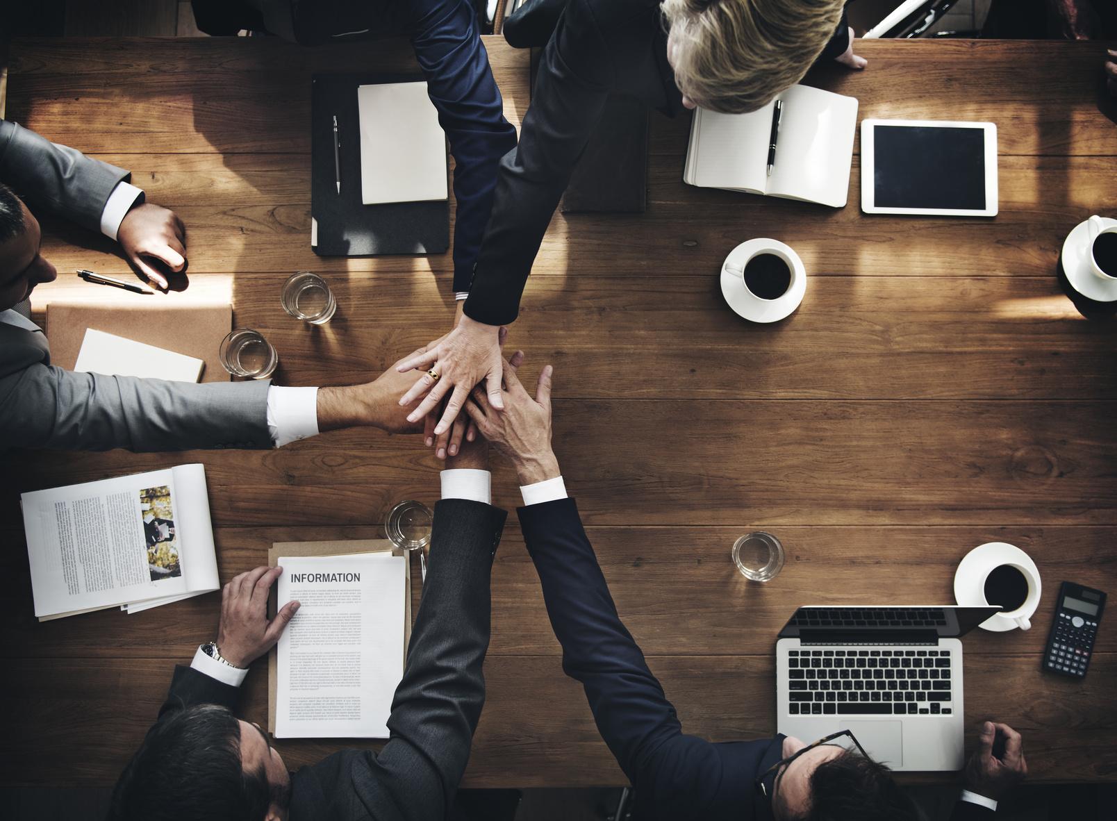 Mitarbeiter finden durch vereinte Kräfte von HR und Führungsebene