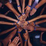 Gefühl der Zusammengehörigkeit durch digitales führen